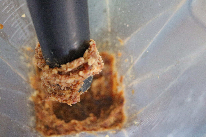 Chocolate energy balls prep