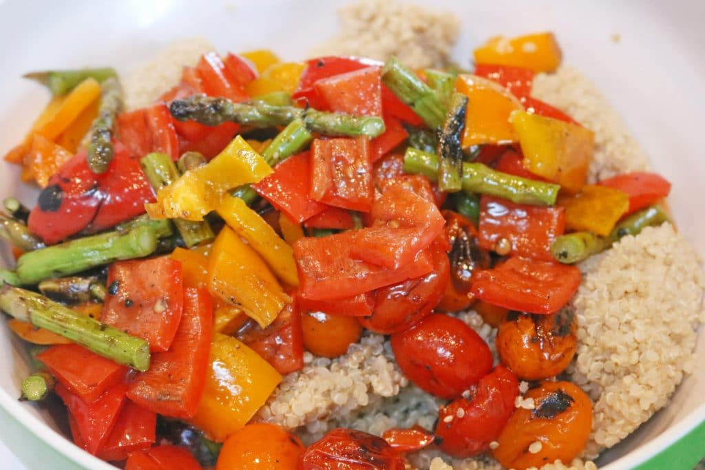 This healthy quinoa salad is filled with grilled vegetables and plant based protein. It`s gluten free, simple and light.