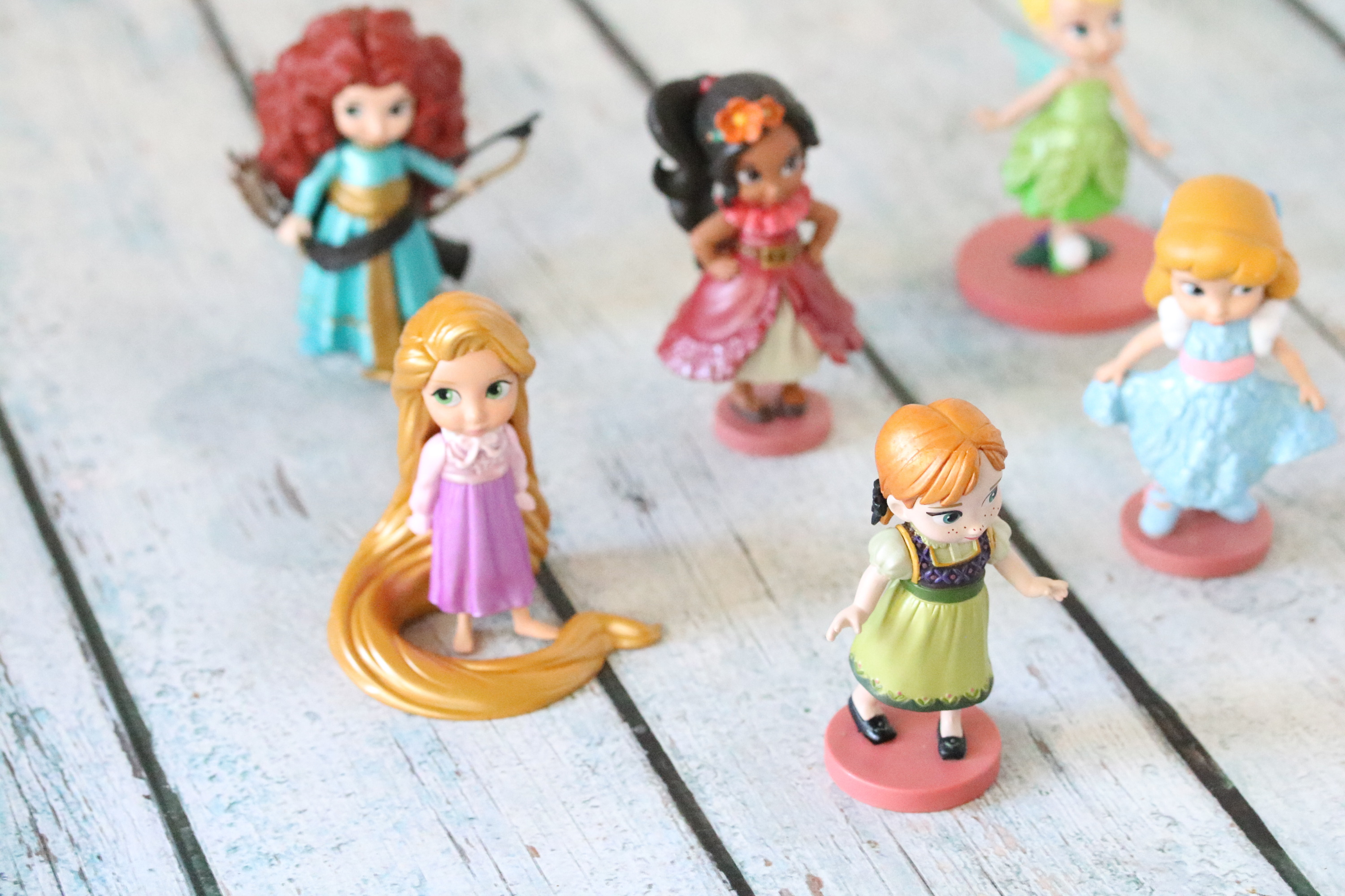 6 Disney princess figurines lined up